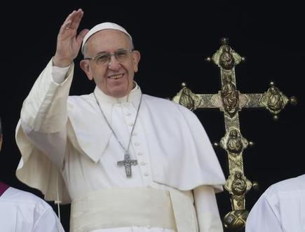 Pope's Christmas message urges end to war, terrorism and 'idolatry of money'