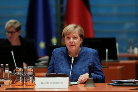 Merkel Eyes 'Lockdown Light' to Tame Virus